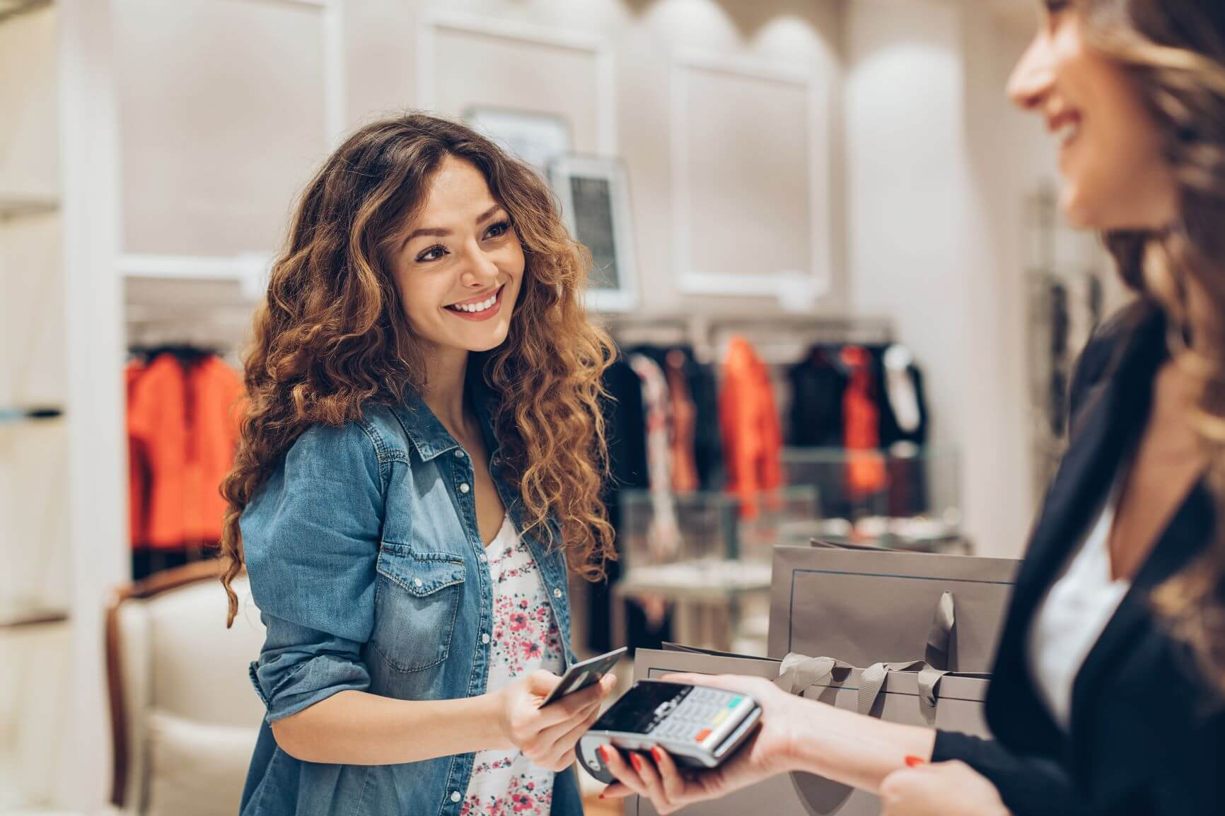 Featured image for Customer Experience in Retail | Trends to improve CX in 2021